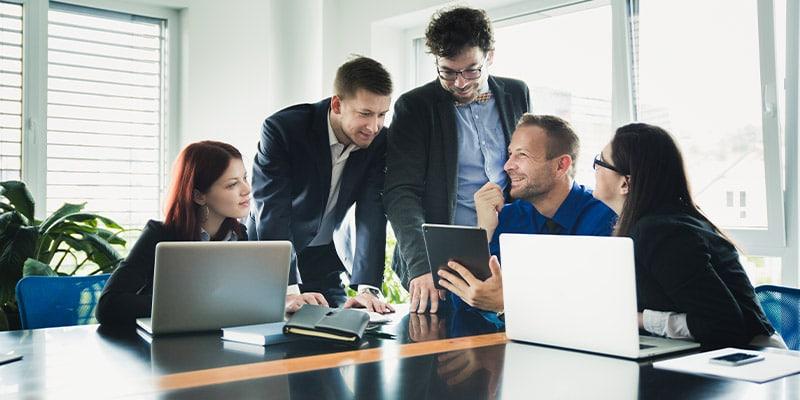 کسب و کارهای اینترنتی موفق تعامل برقرار می کنند