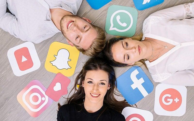 از شبکه های اجتماعی برای فروش بیشتر کمک بگیرید