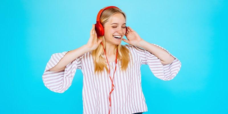استفاده از محتوا های صوتی بسیار ساده و لذت بخش است